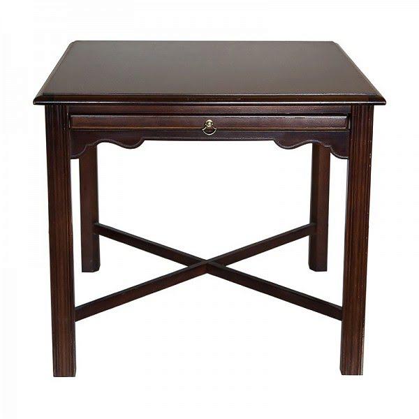 Klasszikus kisasztal